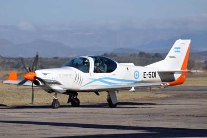 """El Teniente General """"VGM"""" Bari del Valle Sosa también realizó un vuelo, en este caso en el E-501. (Foto: Mauricio Chiofalo)"""