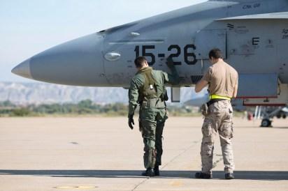 Chequeos previos al vuelo (foto: Miguel Ángel Blázquez Yubero)