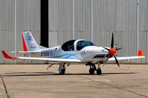 El G-120TP E-509 fotografiado en la Escuela de Aviación Militar (foto: Juan Carlos Cicalesi).