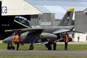 El que sería el primer IA-63 Pampa III de serie realizando pruebas de rodaje en la pista de la fábrica el jueves 19 (foto: José Soria/AndeSpotters).