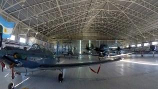 Parte de las aeronaves desplegadas al Sur fueron alojadas en el hangar de los P-3 Orion de la Escuadrilla Aeronaval de Exploración (foto: Gaceta Marinera).