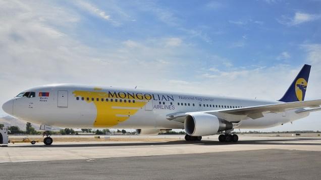 No podía faltar algo exótico en SCEL: Mongolian Airlines Boeing 767-3BG(ER) EI-FGN (foto: Alexander Secul).