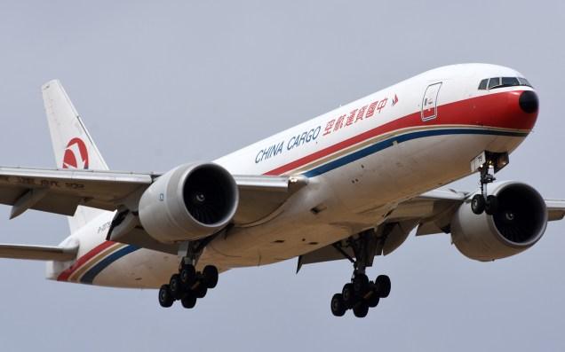 El China Cargo en su arribo desde LAX - en final corta a la 17L (foto: Rafael Reca).