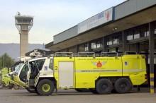 Un carro bomba Rosenbauer del Servicio de Seguridad, Salvamento y Extinción de Incendios del aeropuerto (foto: Carlos Ay).