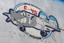 Varias de las aeronaves de la institución cuentan con vistosos escudos, este se encuentra ubicado en la sección frontal del Beechcraft C-45. (Foto: E. Brea)