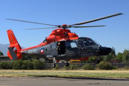 El AS365F1 Dauphin 52 de la Armada de Chile aterrizando en Lo Castillo poco antes de la apertura de las puertas del club (foto: Carlos Ay).