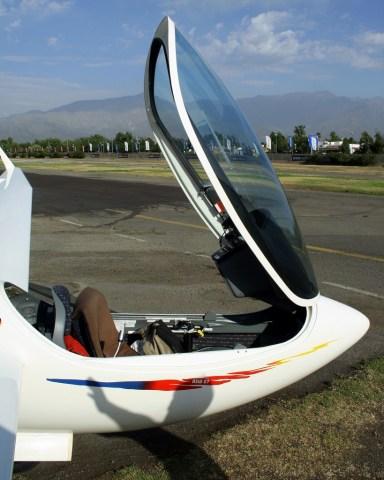 Acercamiento al cockpit del ASW 27 de Sebastian Nägel (foto: Carlos Ay).