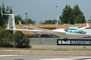 """Thomas Gostner (Italia, 53 años), con 5.500 hs. de vuelo, alcanzó una puntuación final de 45 y compartió la segunda ubicación con René Vidal. Tripulaba el PZL SZD-56-2 Diana 2 matrícula SP-3752 y número de competencia """"KT"""", c/n 562108004 del año 2006 (foto: Carlos Ay)."""