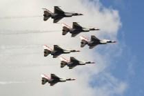 Pasaje de despedida de la formación completa con los seis F-16 Viper del escuadrón (foto: Javier Vera Martínez).