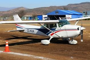 CUA Cessna 182 CC-KUA waiting to taxi (photo: Carlos Ay).