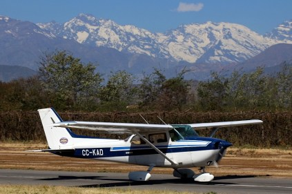 """Skyhawk II and the Andes"": Los Andes Air Club Cessna 172P CC-PJL (photo: Carlos Ay)."