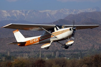 Cessna 150 Commuter CC-KUH, the only CUA aircraft not flying institutional colours (photo: Carlos Ay).