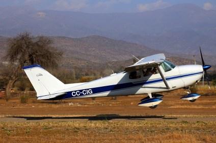 Cessna 172 CC-CIG rotating (photo: Carlos Ay).