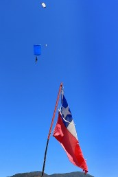 Chilean paras: Two GoJump trainees approaching for landing (photo: Carlos Ay).