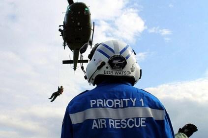 US advisor Bob Watson carefully supervises rescue hoist training in Campo de Mayo (photo: Sergio T. Lovatto).