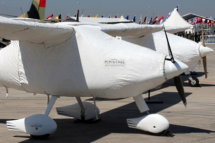 Just as though they were mummies from ancient Egypt, two Eslovenian-built Pipistrel Alpha Trainers rest at the Grupo 10 tarmac wrapped-up in protective clothing (photo: Carlos Ay).