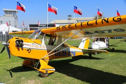 Providing room to sports aviation, the fair featured an ultralights corner where we found this Mini-Max Hi-Max ostensibly sponsored by a global aviation watches firm (photo: Carlos Ay).