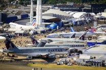 In a high-visibility stunt, Qatar Airways became the largest commercial aircraft exhibitor by displaying aircraft built by the two largest manufacturers: An A319, an A350XWB and an A380 from Airbus as well as as a Dreamliner from Boeing (photo: International Paris Air Show/Adrien Daste).