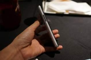 Telefon Google Nexus 4 de culoare alba (3)
