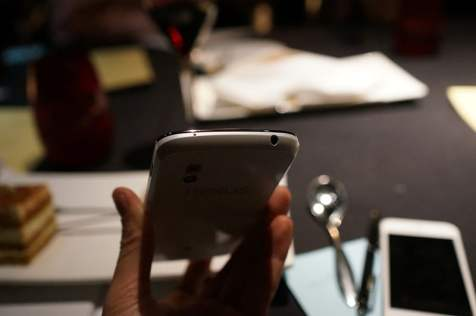 Telefon Google Nexus 4 de culoare alba