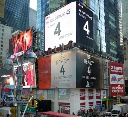panou publicitar LG deasuprea panoului Samsung