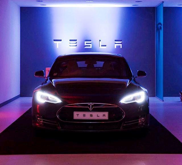Tesla lanseaza Model 3