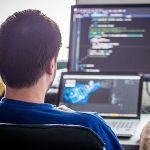 プログラマー・SEの厳しい現実 長時間労働でも年収350万円以下が47%  70%が500万円以下