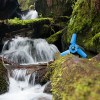ペットボトルサイズの小型水力発電装置が登場、川の中に設置してキャンプで活躍も