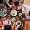 ガキ「なんで食事中に新聞はよくてスマホはダメなの?」←これwwwwwwww