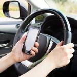 スマホ「ながら運転」厳罰化へ 事故なくても懲役6月以下 取り締まり年100万件 道交法改正案、今国会にも