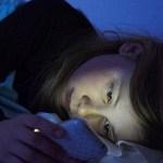 米国眼科学会(AAO)「スマホのブルーライトは視力を低下させない」