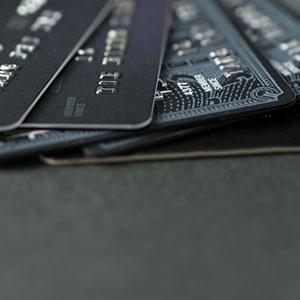 ワイ「クレジットカードで」スッ 連れ「すげぇ!ブラックカードかよ!!」
