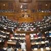 【悲報】国会、学級崩壊する 隠れて机の下でスマホをいじる議員が続出