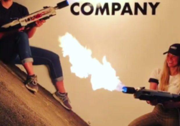 Илон Маск показал новый впечатляющий огнемет The Boring Company: видео
