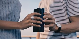 Huawei Mate 20 Pro features- Wirelessly reverse charge other devices