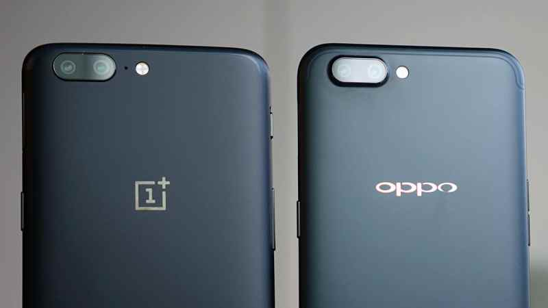 OnePlus 5 and OPPO R11 side by side. Both phones have a dual rear camera set up