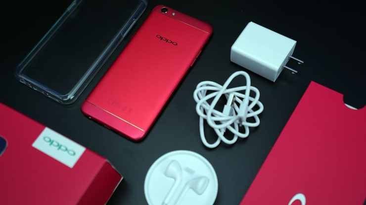 What's inside the red OPPO F3 box
