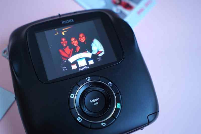 Fujifilm Instax SQ10 has built in editing features