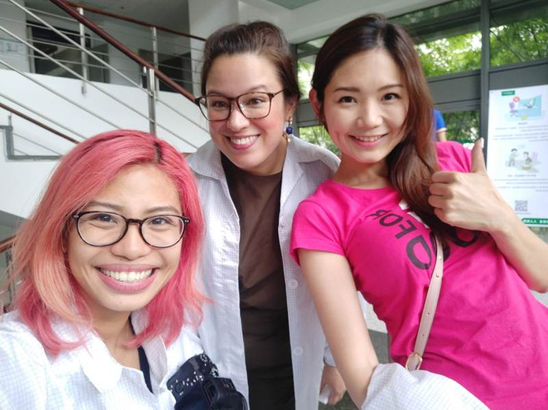 All smiles after the OPPO Factory tour! With Nicole of Mobilegeeks and Ayano of DIME