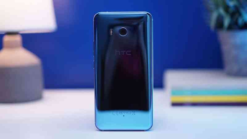 The HTC U11 on a table