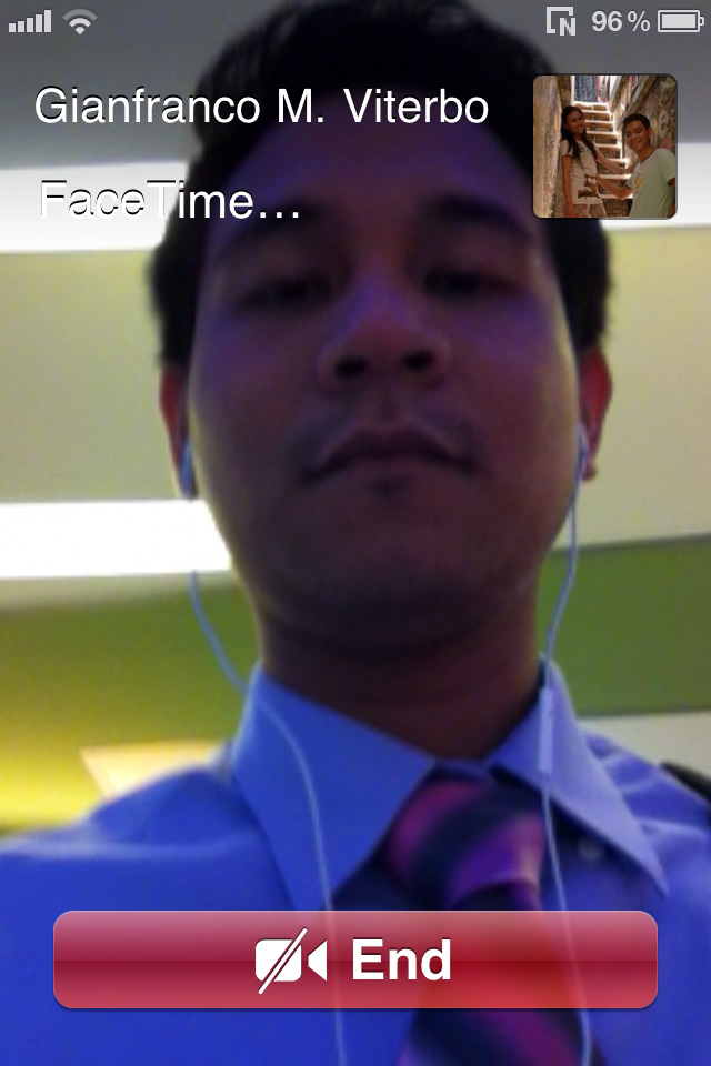 Facetime call view (connecting to contact).