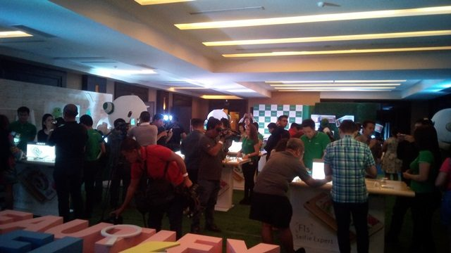 After the event, the guests were given the opportunity to get up close with the OPPO F1s