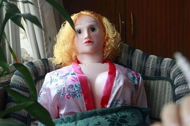 Esposas sem ímpeto sexual estão comprando bonecas íntimas para satisfazerem desejos de maridos