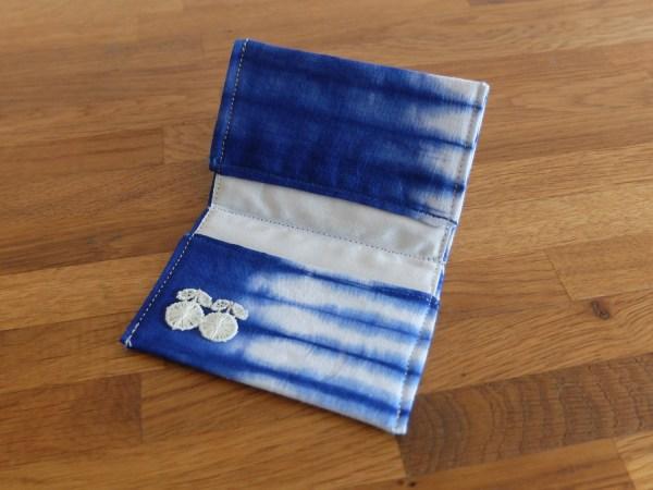 HIBOU-Blue-Tie-Dye-Card-Holder_c1