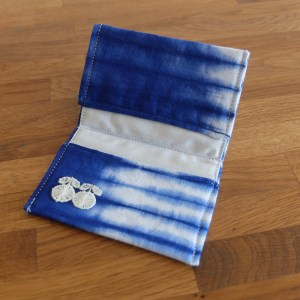 HIBOU-Blue-Tie-Dye-Card-Holder_c1