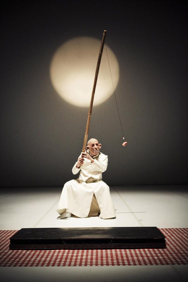 Roberto Latini | Fortebraccio Teatro, Ubu roi – foto © Simone Cecchetti
