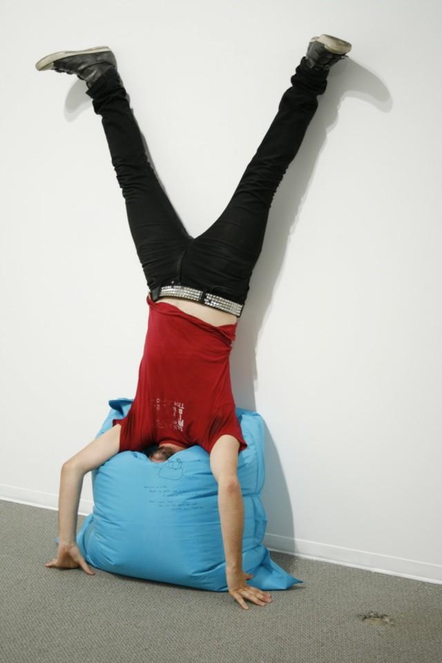 Erwin Wurm, One Minute Sculpture - Freud's ass, 2004
