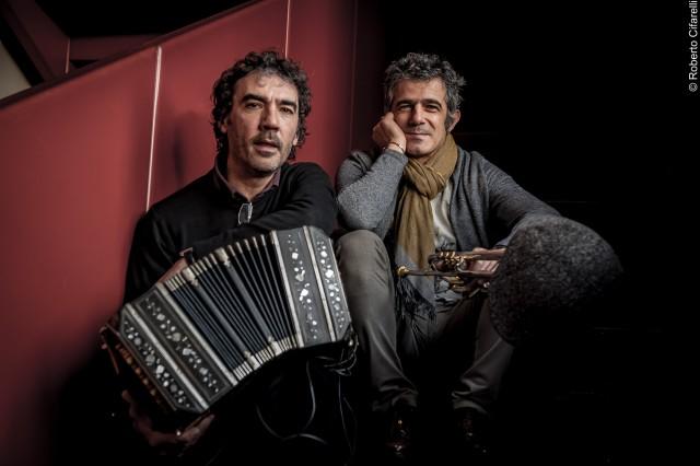 Paolo Fresu + Daniele Di Bonaventura (foto di Roberto Cifarelli)