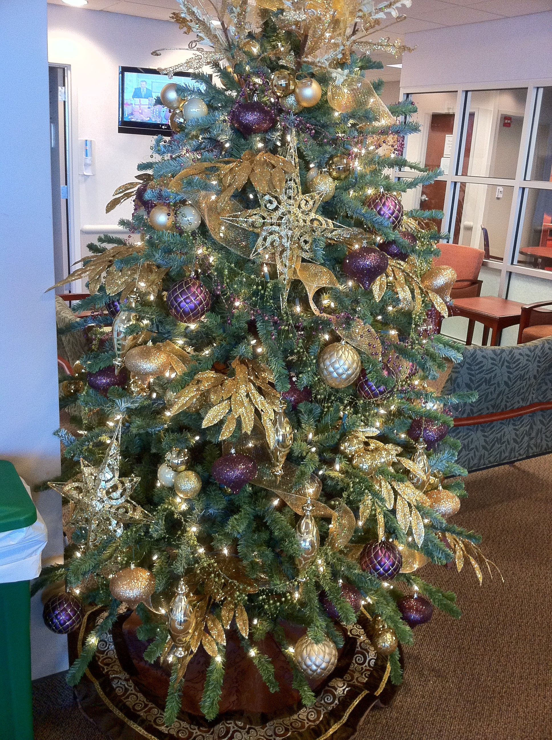 Purple and gold christmas tree decorations - Majestic Purple Gold Christmas Tree