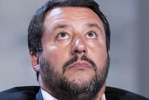 La guerra perenne di Salvini contro tutti